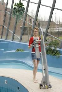 electrische_zwembadlift_eenvoudig_op_te_bergen.jpg