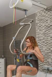 plafondlift_zelfstandig_naar_bad.jpg
