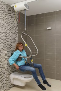 plafondlift_zelfstandig_naar_toilet.jpg