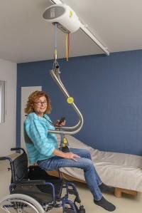 plafondlift_zelfstandig_uit_rolstoel.jpg