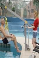 Verrijdbare zwembadlift met ingebouwde accu's