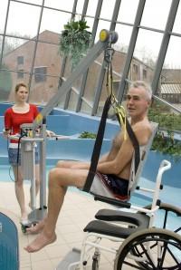 verrijdbare_zwembadlift_en_het_tilstoeltje_voor_senioren.jpg